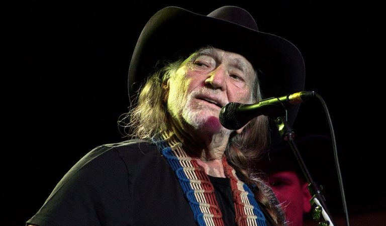 Willie Nelson Finally Responds To Conservatives Who Are Outraged By His Support Of Democrats And It's Epic